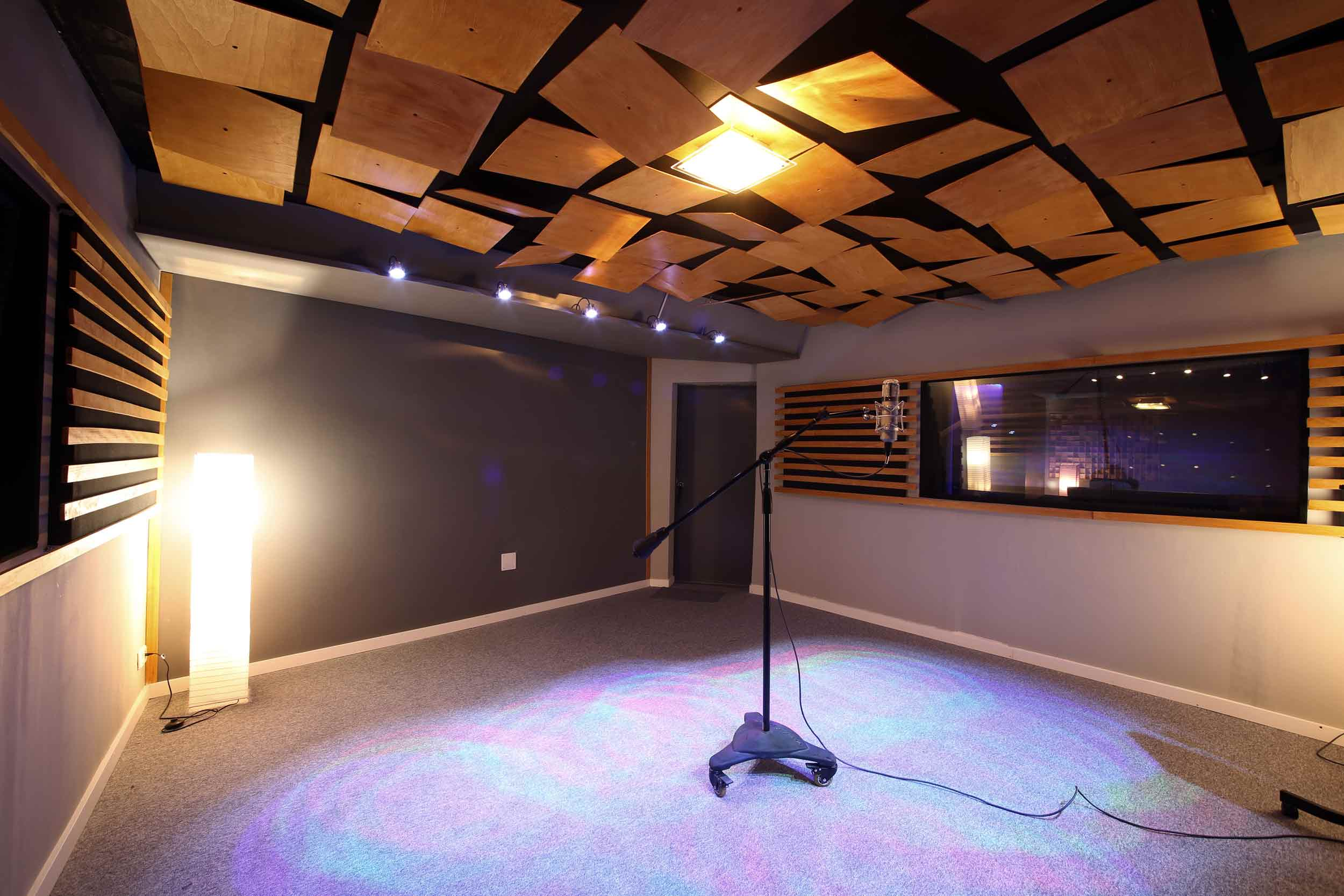 Recording Studio In Madrid Barcelona Room Recorder Escena Digital Contains A Control Of 35m2 And Area Divided Into Two Rooms Living Dead 25m2 30m2