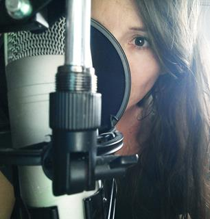 locutora, Spanish female voice over